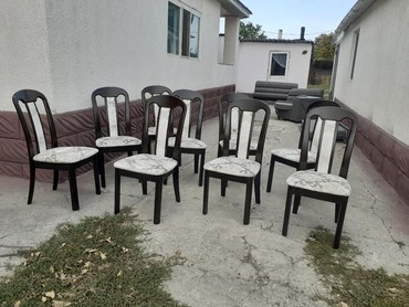 Продаю стулья в хорошем состоянии 10 штук одна сломана. Причина продаж