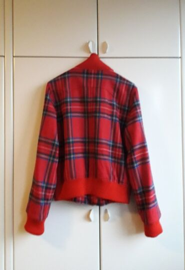 Ženski kaputi - Srbija: ORIGINAL BURRBERY JAKNA. Efektna jakna prepoznatljivog Burberry