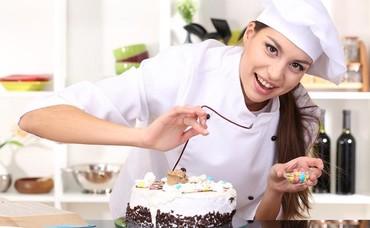 Требуются повара со стажем в новое кафе, 7:00-19:00, з/п 20000с. в Бишкек
