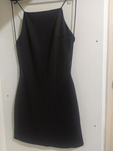 Μαύρο μίνι φόρεμα με έξω πλάτη One size Tιμη: 5€