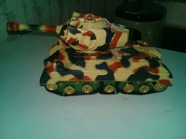 Oyuncaq tank islenmis tam islekdir zaryatka ile isleyir