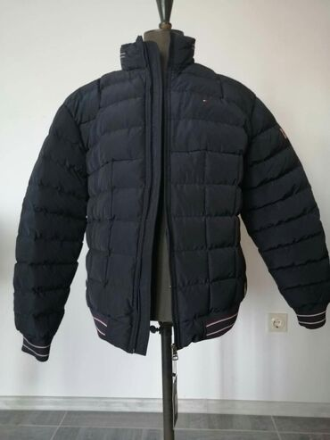 Tommy Hilfiger muska jaknaDzep sa unutrasnje straneKapuljaca u kragni