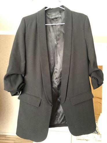 Пиджак ZARA. Цвет черный. Ткань костюмная. Размер XS, 34. Рукава с защ
