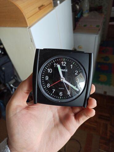 Kenzo - Srbija: Lep crni sat Kenzle Sat je ipravan i veoma tih u radu. Slike su autent