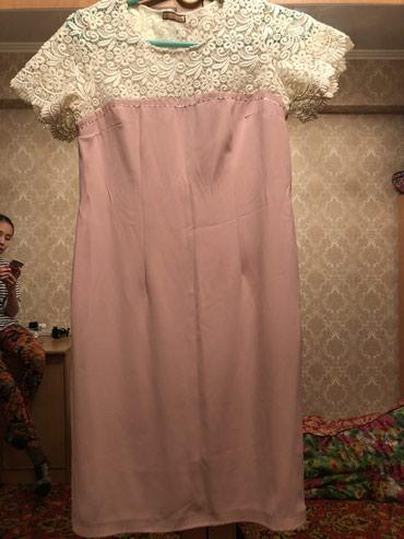 Женское платье состояние отличное цена 1000 в Чаек