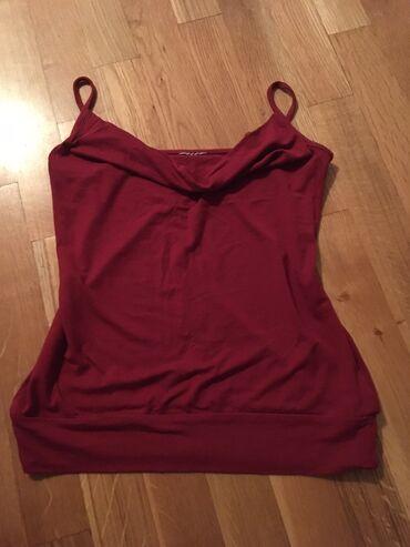 Bordo majica, odgovara S/M velicini, prelepo stoji