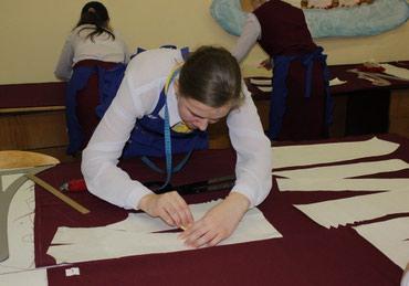 детские новогодние костюмы бишкек в Кыргызстан: Требуется приходящий закройщик с опытом кроя детских бальных платьев (