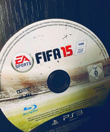 FIFA 15 ZA PS3 CD JE MALO IZGREBAN U PREDNJEM DELUALI CD 100% RADI !