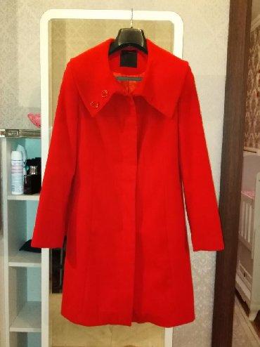 qırmızı bodilər - Azərbaycan: Qırmızı palto. 2.3 defe geyılıb. Yumsaq materıalı var. Hecbır proble