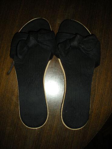 sako crne boje u Srbija: PAPUČE  Papuče sa velikom mašnom, crne boje. Đon bež. Samo probane. Un