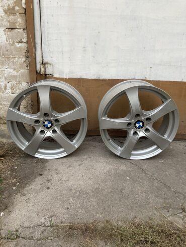 Шины и диски - Диаметр: 17 - Бишкек: Продаю 2 диска на BMW R17 в хорошем состоянии не вареные,не крашеные,н