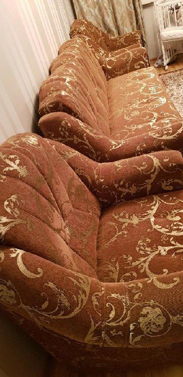 раздвижной диван с креслами в Кыргызстан: Срочно! Продаётся мягкая мебель. Диван +2 кресла. Состояние отличное