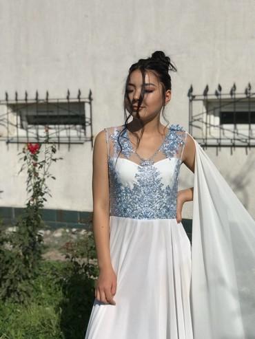 длинное белое платье в Кыргызстан: Продаю вечернее платье, очььь красивое) Платье из белого шифона, с