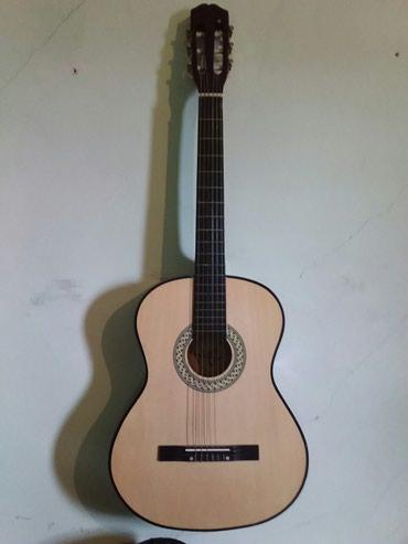 Bakı şəhərində Saz və gitara satılır