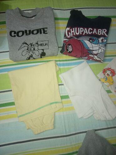 Dečija odeća i obuća - Knjazevac: Tri dukserice, jedan sorc, jedna ves majica, dve obicne majice, za