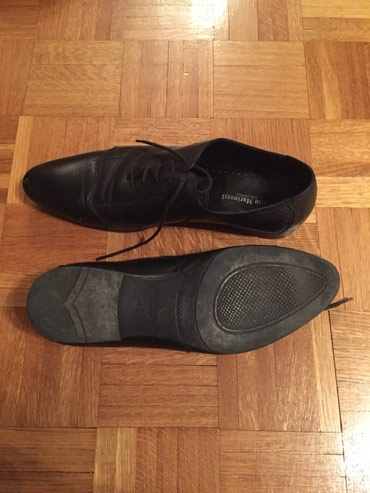Crne muske cipele markirane u odlicnom stanju jednom obuvene br 43 - Belgrade