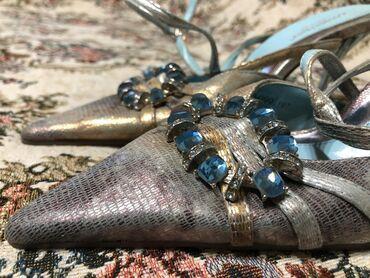 Босоножки новые с небольшим каблуком