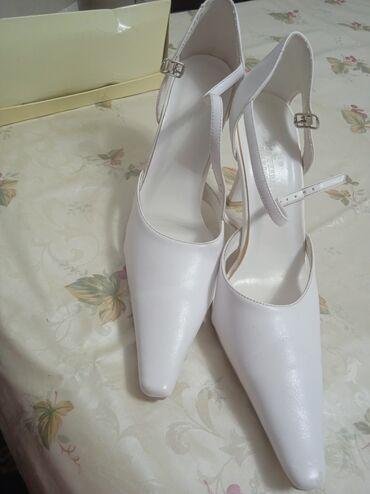 Свадебные аксессуары - Новый - Бишкек: Продаются свадебные туфли,один раз только надевали. Размер: 38,39