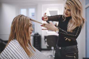 Bakı şəhərində Gözəllik salonuna saç ustası tələb olunur. İş qrafiki