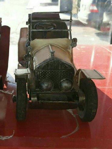 Starinniy avtomobil, dlya kollekciyi, jelezniy