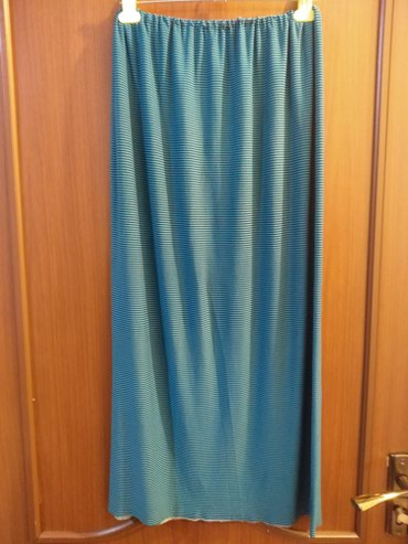 Все 4юбки и две подюбники. за три юбки новые из них . отдам 950сом