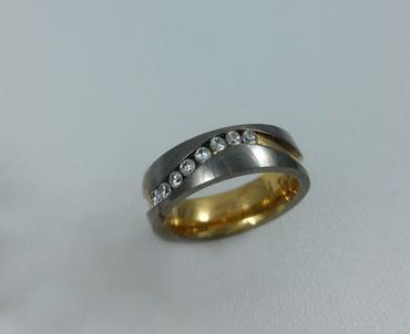 Кольцо из титана  с цирконом. Размер 18. Цена 4000 в Бишкек