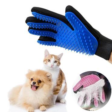 Перчатка для вычесывания шерсти имеет множество преимуществ перед трад