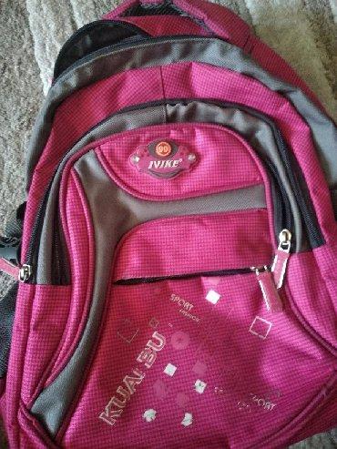 Продаётся школьный рюкзак розового цвета. Состояние хорошее!
