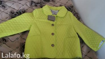 shorty burberry в Кыргызстан: Новая лёгкая курточка Burberry с года до 3х, двусторонняя Уни подойтет
