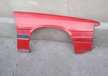 Передние крылья на Mazda 929 седан 81-86 год. Одно рихтованное, второе