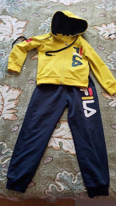 Детский мир - Кировское: Спортивный костюм в отличном состоянии. На 5 лет