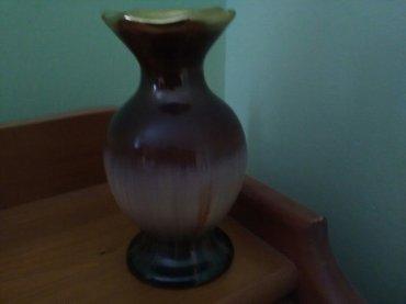 Mala lepa vazica sa pozlatom u gornjem delu, ivica sasvim malo očukana - Pozarevac