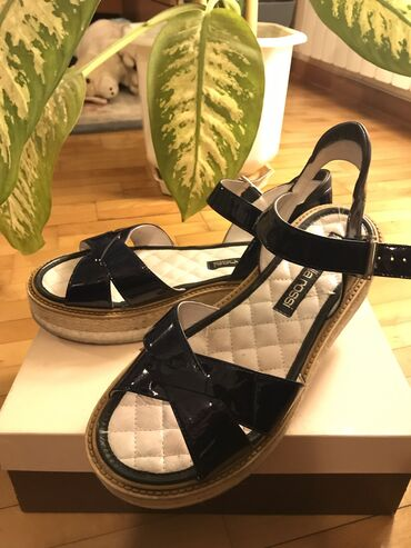 Ženske sandale,Antonella Rossi-shoe star, teget lakovane sa malom