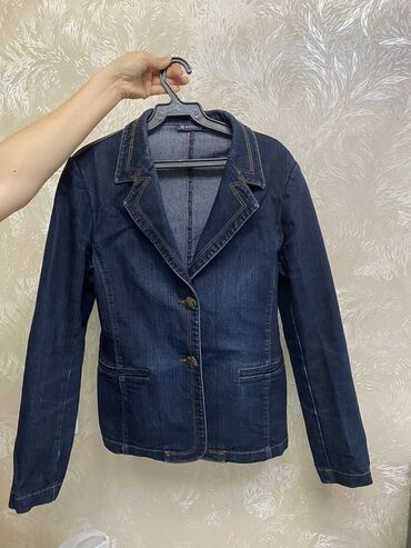 Продаю куртку джинсовую