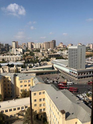 Bakı şəhərində Şəhərin tam mərkəzində, çıxarışlı, bazar qiymətindən çox