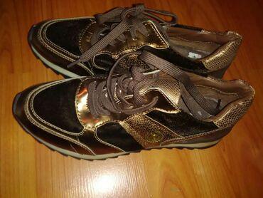 Ženska patike i atletske cipele | Jagodina: Nove Buugati patike,sport/elegancija moze na farmerke,trenerke na