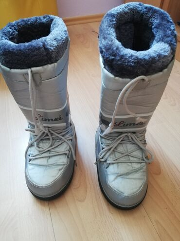 Akcija ski cizme br38/39 postavljene skida se krzno