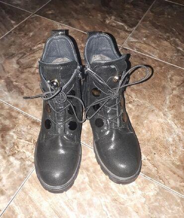 Продаю обувь в идеальном состоянии,покупали дорого:1.Черн.деми сапожки