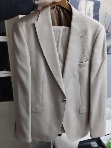 Na prodaju prelepo trodelno musko odelo, samo jednom nošeno. Prodajem
