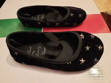 Dečije Cipele i Čizme - Pozega: Crne baletanke sa srebrnim zvezdicamaBroj 24Nosene su samo po kuci