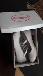 Torbica sa narukvicom cipele e - Srbija: Bele cipele za devojcice, sa srebrnom stiklicom i srebrnim kaisicem