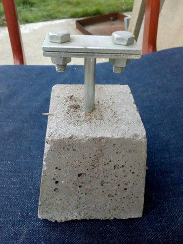 Novo-21 komad betonskih nosaca. Trake za uzemljenje. Sve za 2000 - Beograd