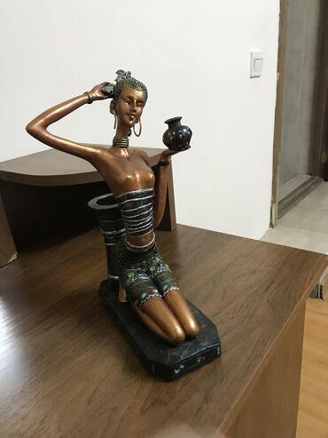 Статуэтка девушка. Высота-20см,ширина-27 см. Цена -800сом
