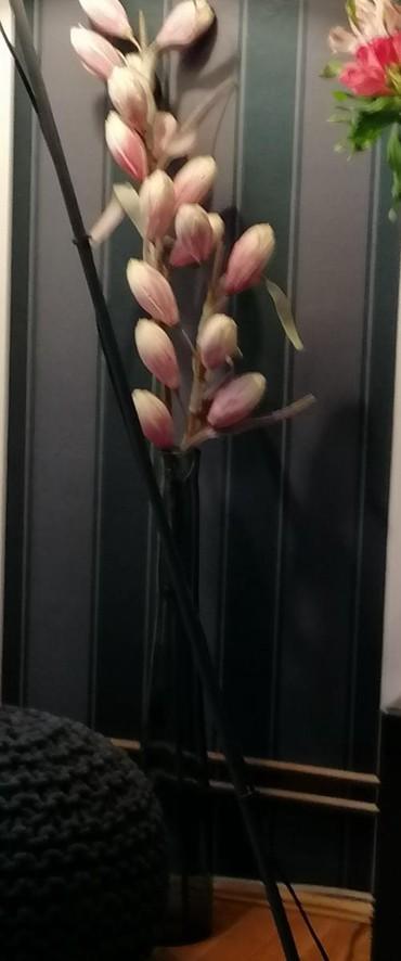Kućni dekor - Obrenovac: Visoka vaza sa vestackim cvecem