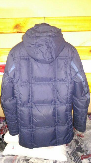 Продаются зимние куртки. Первая куртка синяя, размер M. Состояние от
