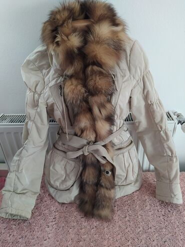 Vera Pelle Italijanska jakna sa pravim krznom. Ima kaiš koji je od