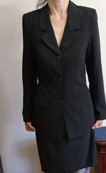 Женские костюмы в отличном состоянии. 46размер. Ткань - драп. Халат