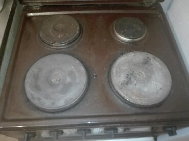 Elektronika | Leskovac: Prodajem sporet ispravan radi rerna pece lepo ringle rade 3 a jedna ne