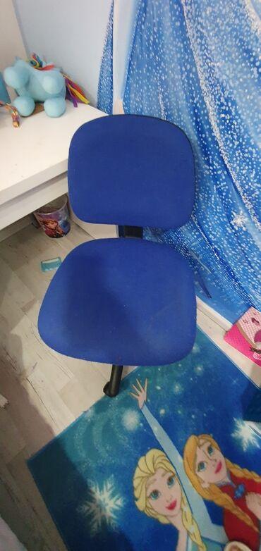 Stolica za radni sto-rotirajuca. Stolica je ispravna i ocuvana