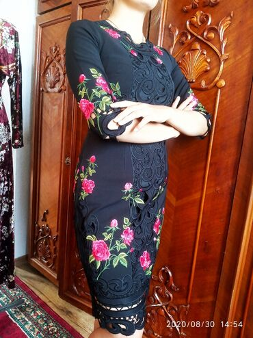 платья для женщин в Кыргызстан: Шикарное итальянское платье от Дольче Габбана.В нем каждая женщина